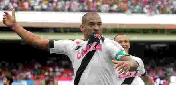 Rodrigo precisou deixar o treino após sentir dores no joelho - Paulo Fernandes / Site oficial do Vasco