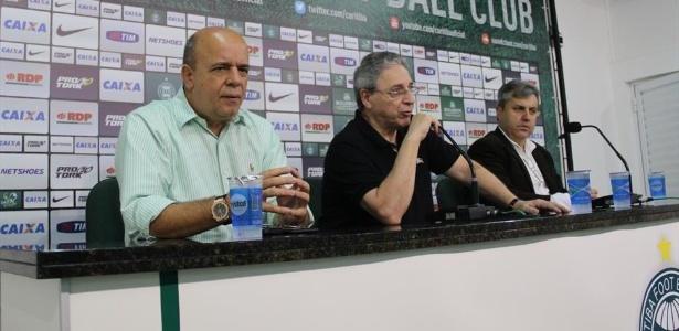 Treinador deixa o clube após derrota por 4 a 3 para a Chapecoense