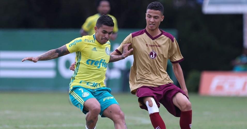 Dudu em ação no jogo-treino do Palmeiras contra o Juventus, na Academia de Futebol