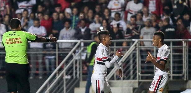 Neres fez gol contra o Corinthians
