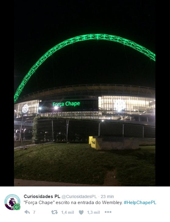 Estádio de Wembley faz homenagem à Chapecoense com luzes verdes e mensagem na fachada