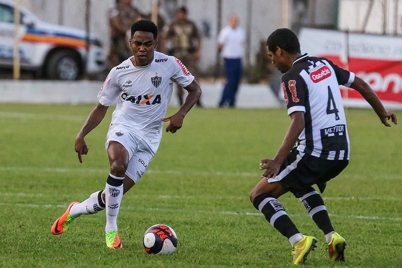 Elias tem jogos de Libertadores e Liga dos Campeões no currículo