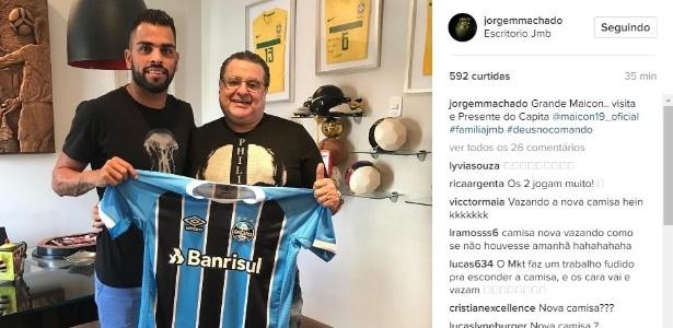 Postagem de Jorge Machado (direita) revelou novo uniforme do Grêmio