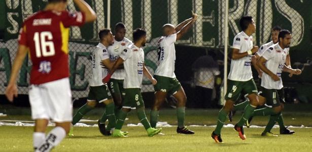 Após empate por 1 a 1, time boliviano venceu por 8 a 7