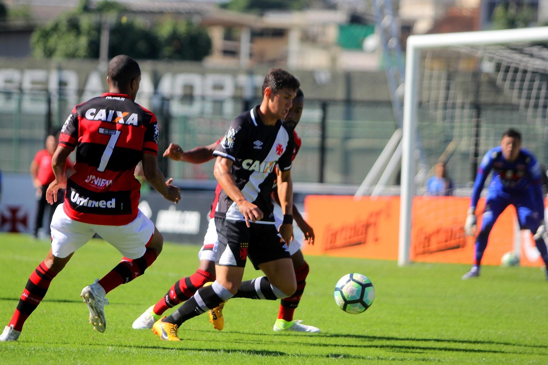 69e0ebfe61 Exames nesta 6ª e acordo de R  8 milhões  Mateus Vital vai ao Corinthians -  12 01 2018 - UOL Esporte