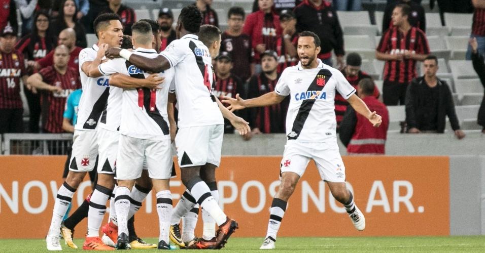 Vasco contou com gol contra de Wanderson para empatar com o Atlético-PR