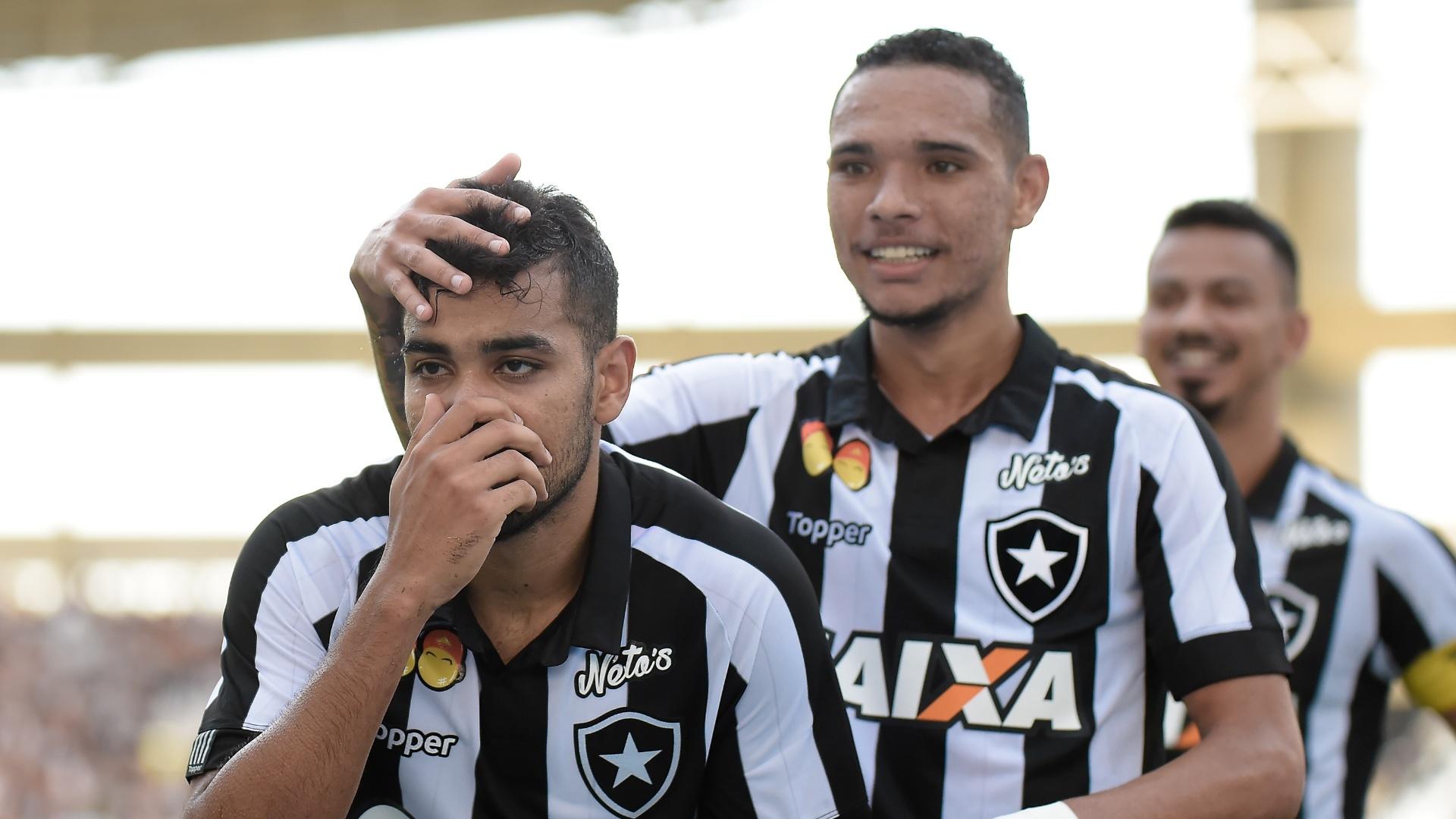 Jogadores do Botafogo comemoram o gol de Brenner contra o Vasco no Campeonato Carioca