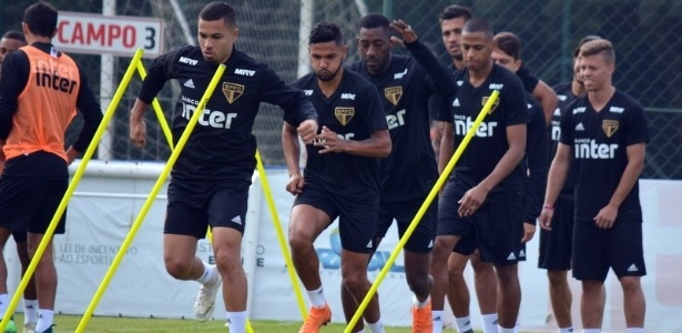 Jogadores do São Paulo durante treinamento em Cotia