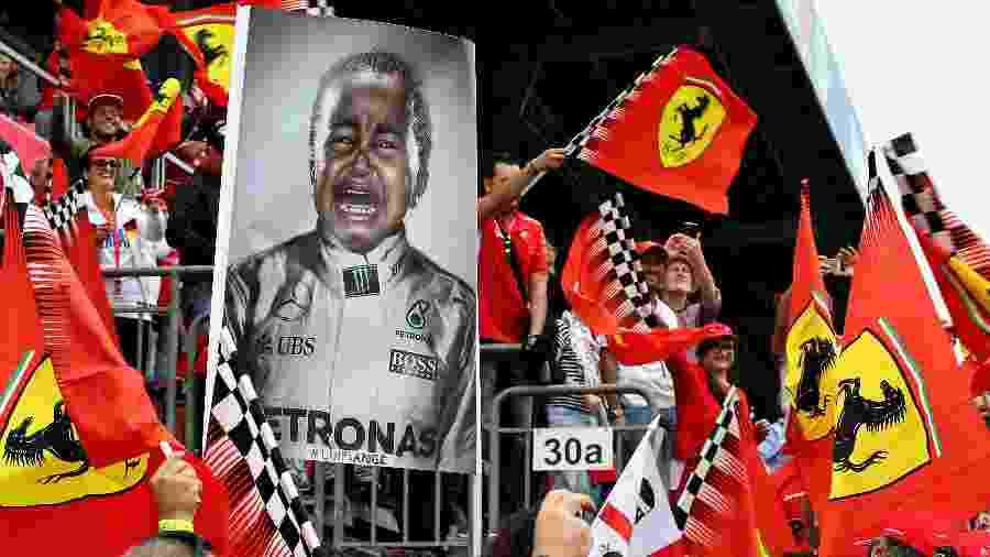 Torcida da Ferrari não perdoou rival Hamilton nos últimos tempos, mas time tentou contratá-lo - Charles Coates/Getty Images