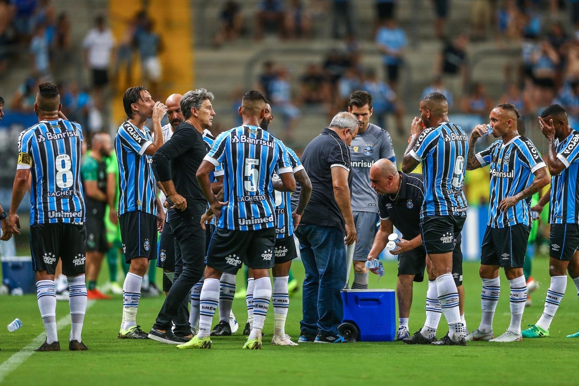 72709418a4 Grêmio elogia novo gramado da Arena. Renato lembra Copa América e alfineta  - Esporte - BOL