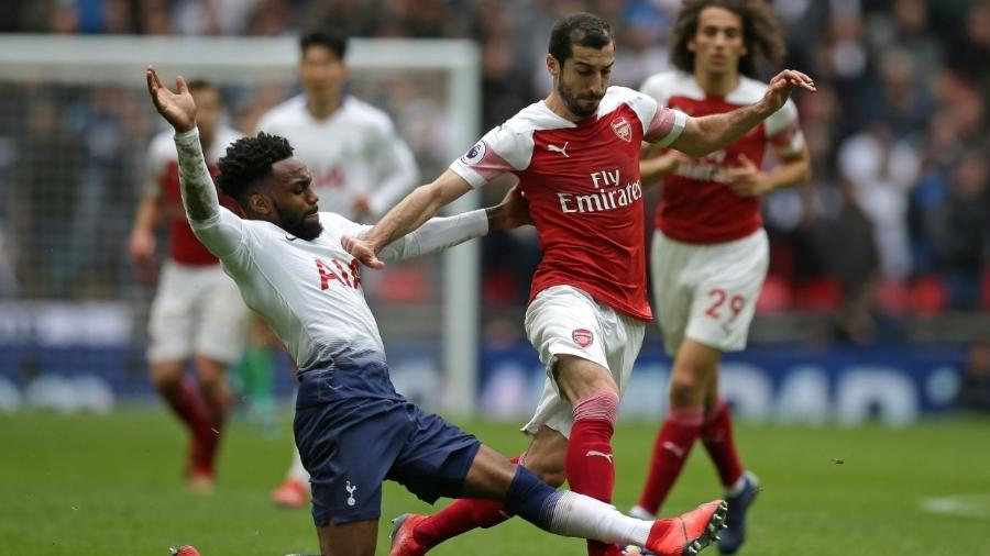 Mkhitaryan, do Arsenal, disputa a bola com Rose, do Tottenham - Daniel Leal-Olivas/AFP