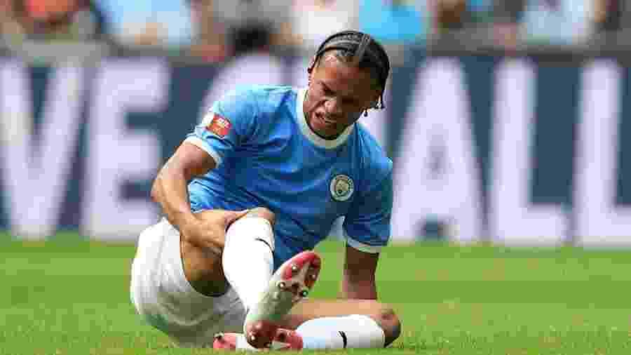 Leroy Sané se machucou na partida entre Liverpool e Manchester City pela Supercopa da Inglaterra - Marc Atkins/Getty Images