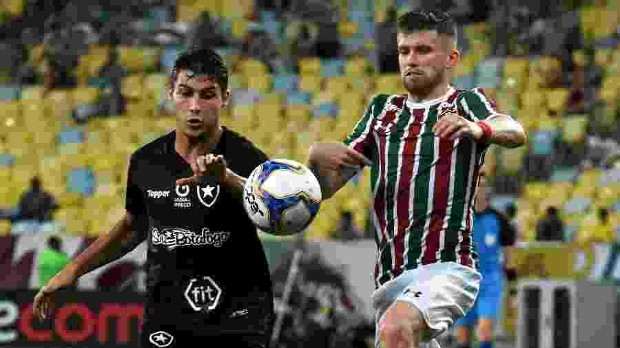 Caio Henrique e Marcinho disputam a bola durante Fluminense x Botafogo no Carioca de 2019 - MAILSON SANTANA/FLUMINENSE FC.