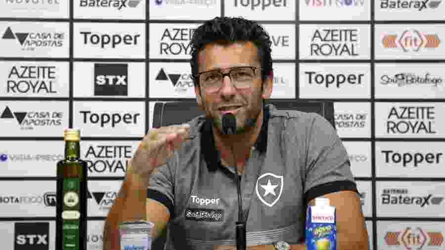 Alberto Valentim é apresentado pelo Botafogo e incia sua segunda passagem pelo clube - Vitor Silva/Botafogo