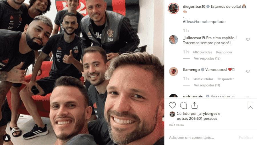 Diego publicou foto com companheiros na concentração do Flamengo - Reprodução/Instagram