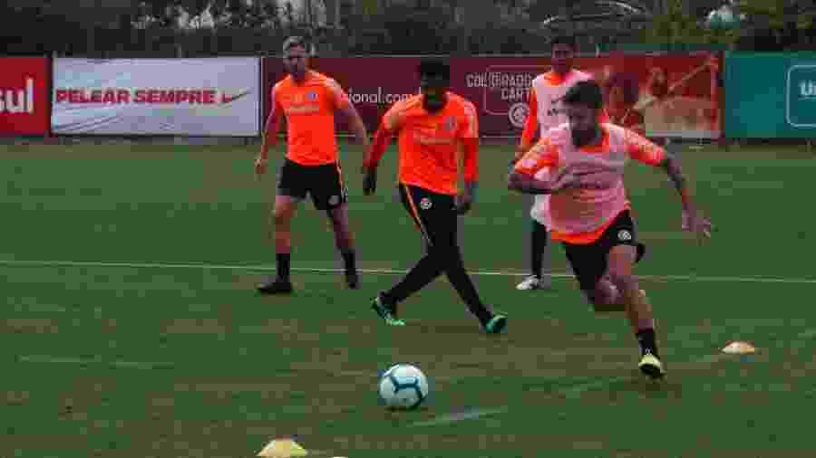 Atacante Rafael Sobis volta a treinar com o elenco do Internacional - Marinho Saldanha/UOL