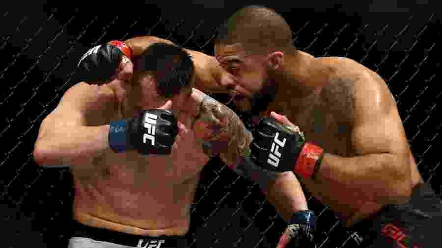 James Krause e Trevin Giles, durante luta no UFC 247 - RONALD MARTINEZ/AFP