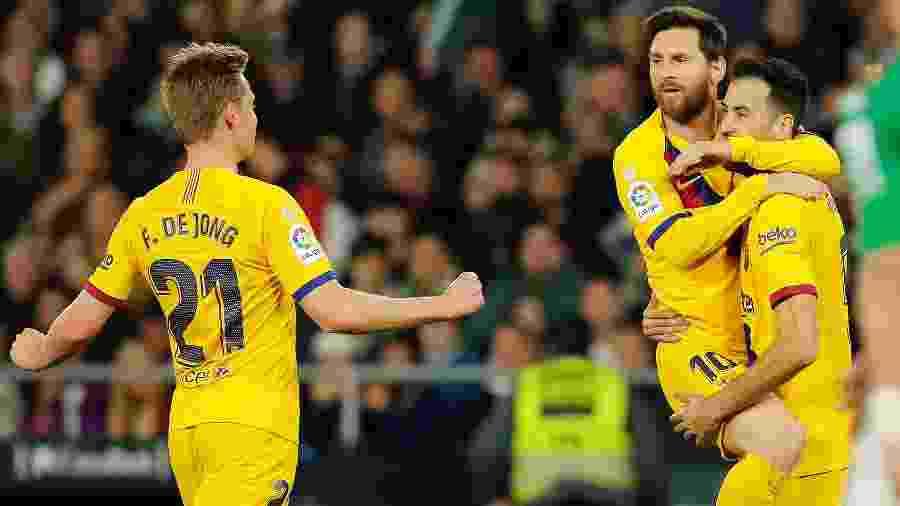 Sergio Busquets comemora gol em partida do Barcelona contra o Betis - REUTERS/Marcelo del Pozo