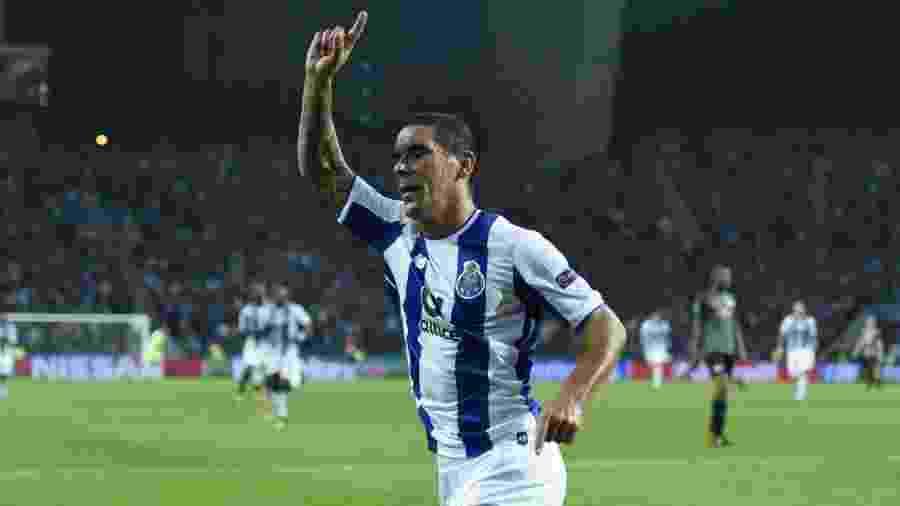 Maxi Pereira, em ação pelo Porto; lateral uruguaio atuou durante 12 temporadas no futebol português - Reprodução