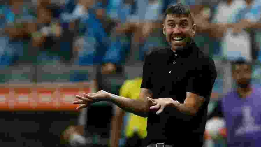 Eduardo Coudet, técnico do Internacional, ficará algum tempo longe de seus jogadores - Jeferson Guareze/AGIF