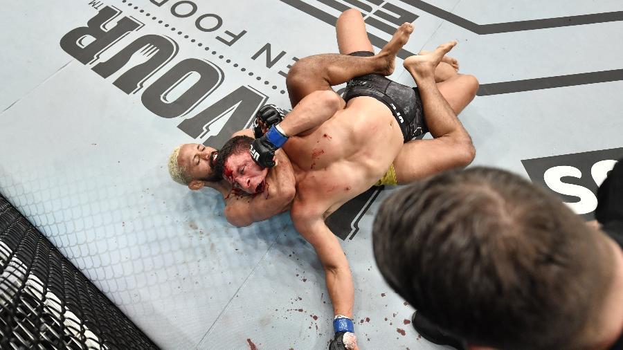 Com a vitória sobre Benavidez, Deiveson quebrou um tabu de três anos do Brasil sem ter títulos masculinos na liga - Jeff Bottari/Zuffa LLC via USA TODAY Sports