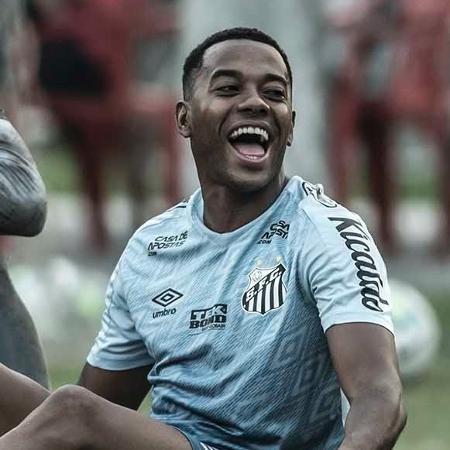 Robinho sentado após treino do Santos no CT Rei Pelé - Ivan Storti/Santos FC