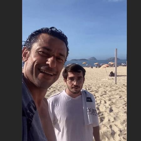 Fred encontra torcedor do Flu na praia - Reprodução/Instagram