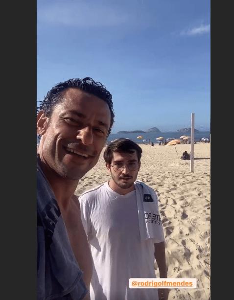 Fred encontra torcedor do Flu na praia