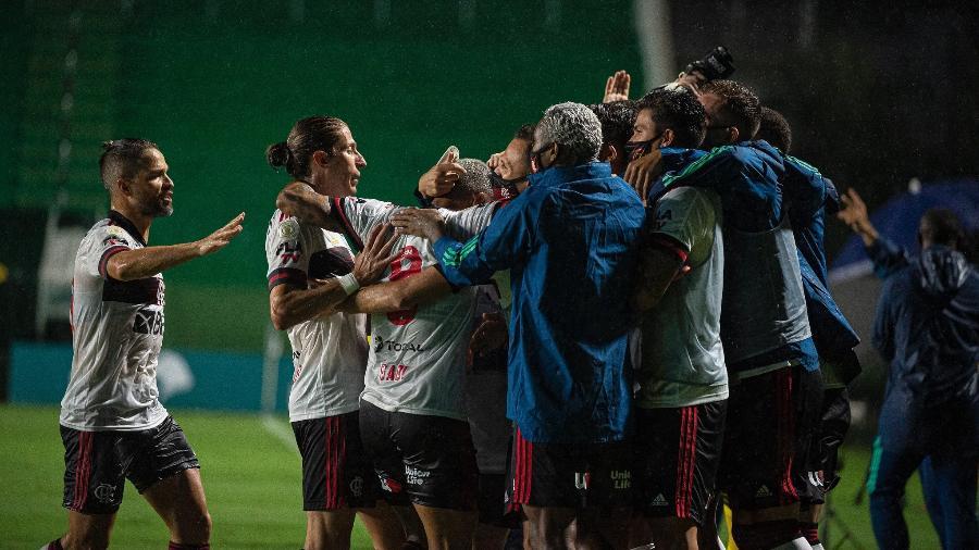 Jogadores do Flamengo celebram gol sobre o Goiás, em partida pelo Brasileiro - Alexandre Vidal / Flamengo