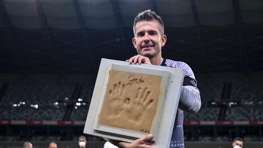 """Goleiro que virou """"São Victor"""" para a torcida do Galo recebeu uma série de homenagens em último jogo - Divulgação/Mineirão"""