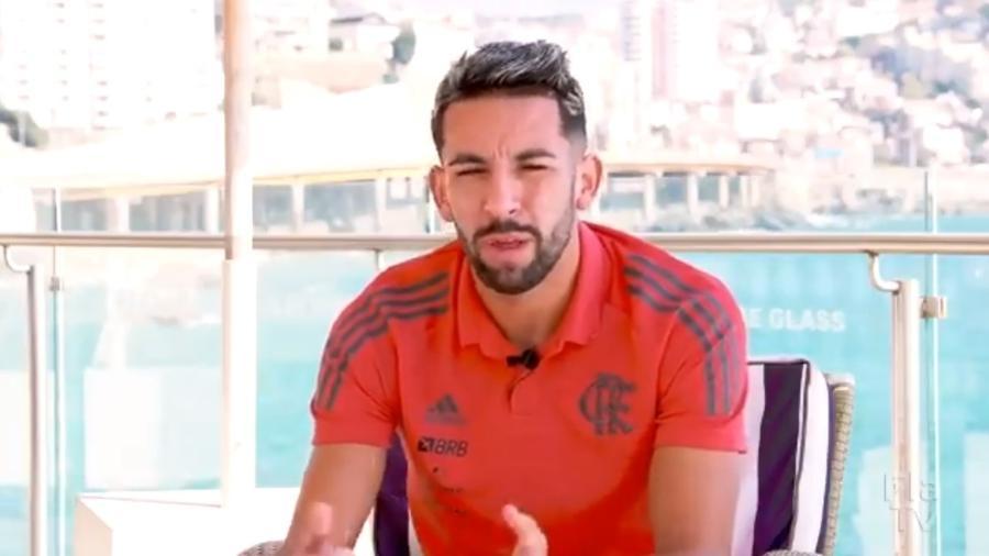 Isla, lateral-direito do Flamengo, vai atuar pela primeira por um clube, profissionalmente, no Chile, país natal - Reprodução Twitter