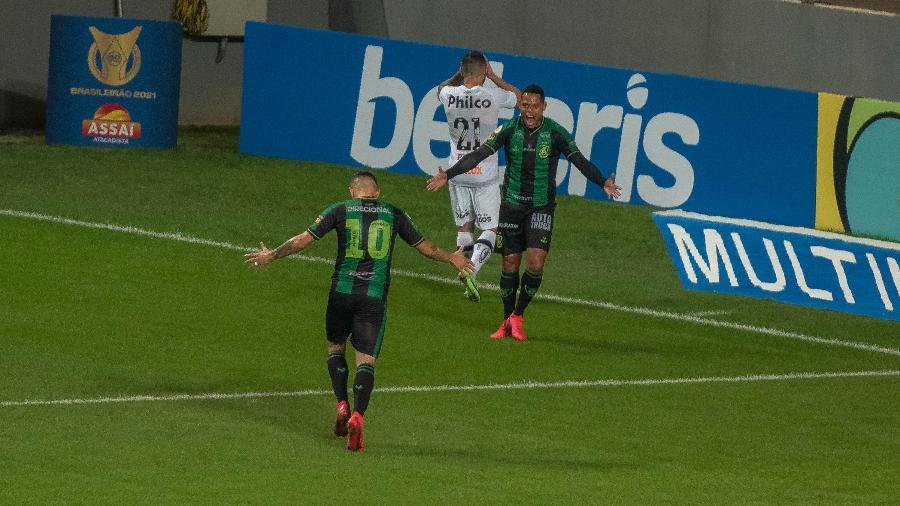 João Paulo comemora gol do América-MG contra o Santos - Alessandra Torres/AGIF
