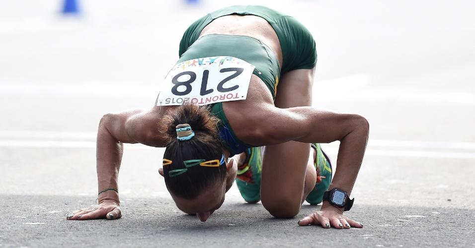 A brasileira Adriana Da Silva comemorou assim a medalha de prata conquistada na maratona