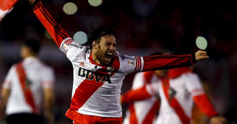 Cavenaghi comemora gol pelo River Plate