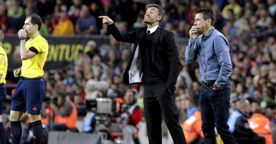 Luis Enrique, técnico do Barcelona, orienta seus comandados na vitória sobre o Eibar