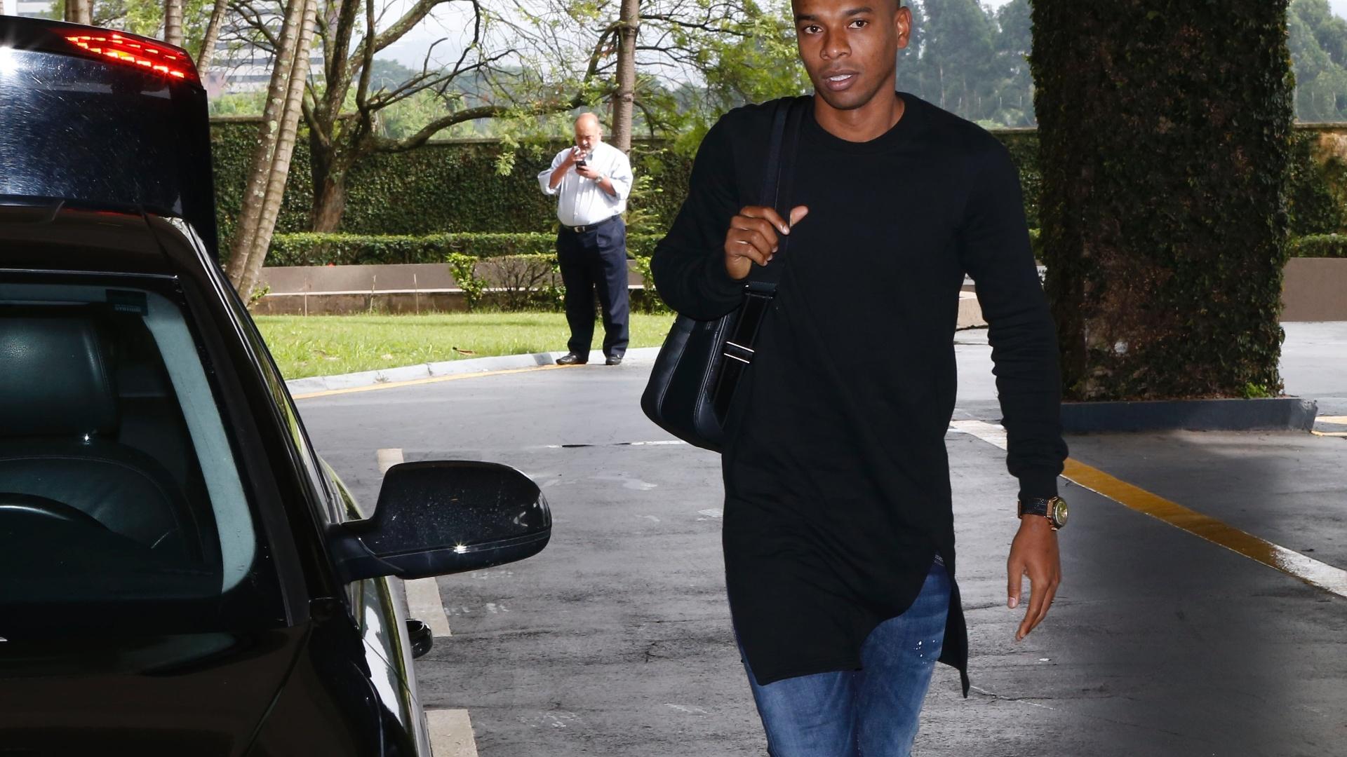 Fernandinho se apresenta à seleção brasileira nesta segunda-feira, em São Paulo
