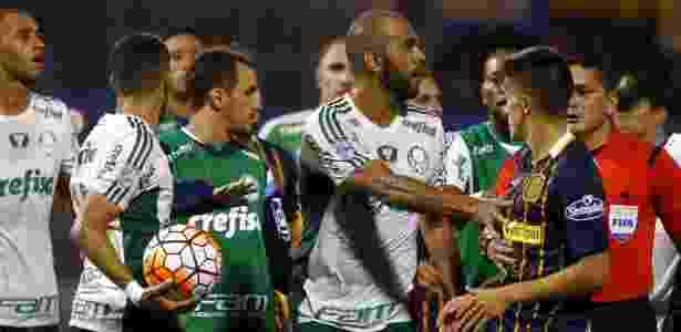 Clima esquenta entre jogadores de Palmeiras e Rosario Central pela Libertadores - Enrique Marcarian/Reuters - Enrique Marcarian/Reuters
