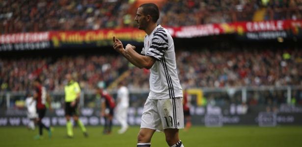 Leonardo Bonucci em ação pela Juventus durante jogo contra o Genoa