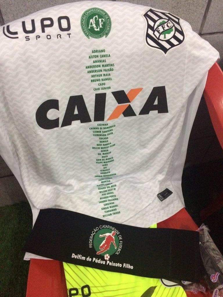 Para a partida contra o Sport, camisa do Figueirense traz nome de vítimas da tragédia aérea da Chapecoense em Medellín