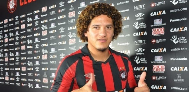 Felipe Gedoz chega da Bélgica como reforço do Atlético-PR