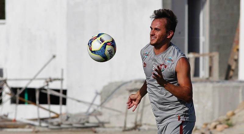 Lateral Lucas em ação no treino do Fluminense