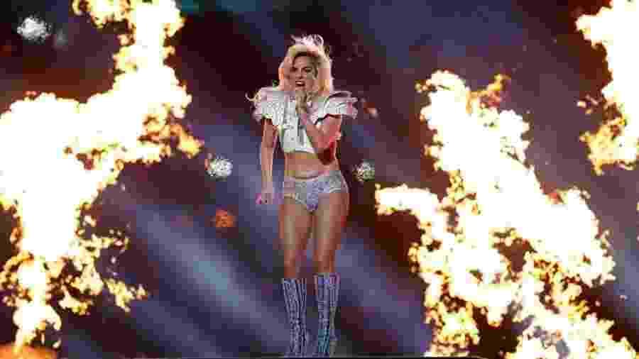 Lady Gaga canta durante show do intervalo do Super Bowl 51 entre New England Patriots x Atlanta Falcons - Matthew Emmons-USA TODAY Sports