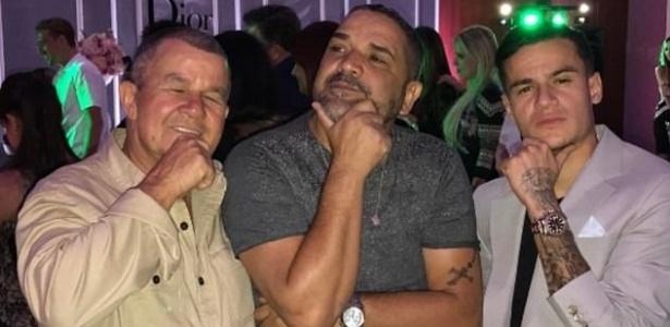 O meia-atacante Philippe Coutinho (na direita) comemora o aniversário da mulher com amigos em Londres