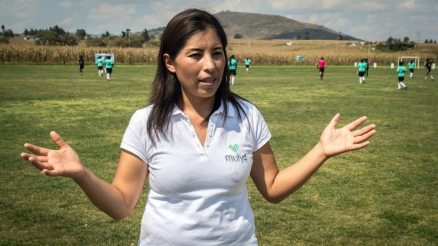 Mexicana usa futebol para ensinar meninas a enfrentar violência de ... dfaa8d092b348