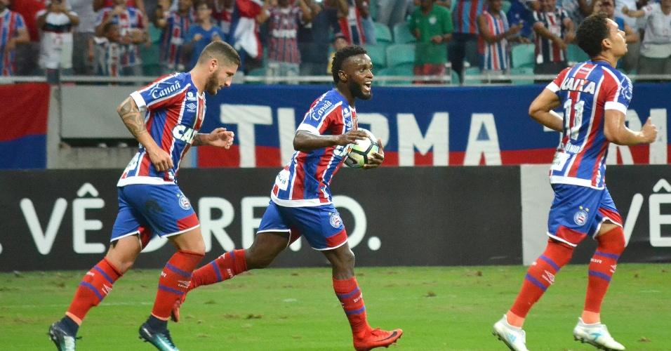 Mendoza comemora gol do Bahia contra o Santos pelo Brasileirão