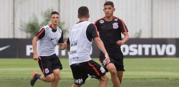 Matheus Matias treinou como titular na atividade comandada por Loss neste sábado - Daniel Augusto Jr/Agência Corinthians
