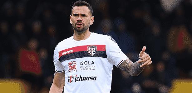 Leandro Castán em ação pelo Cagliari em partida do Campeonato Italiano - Divulgação