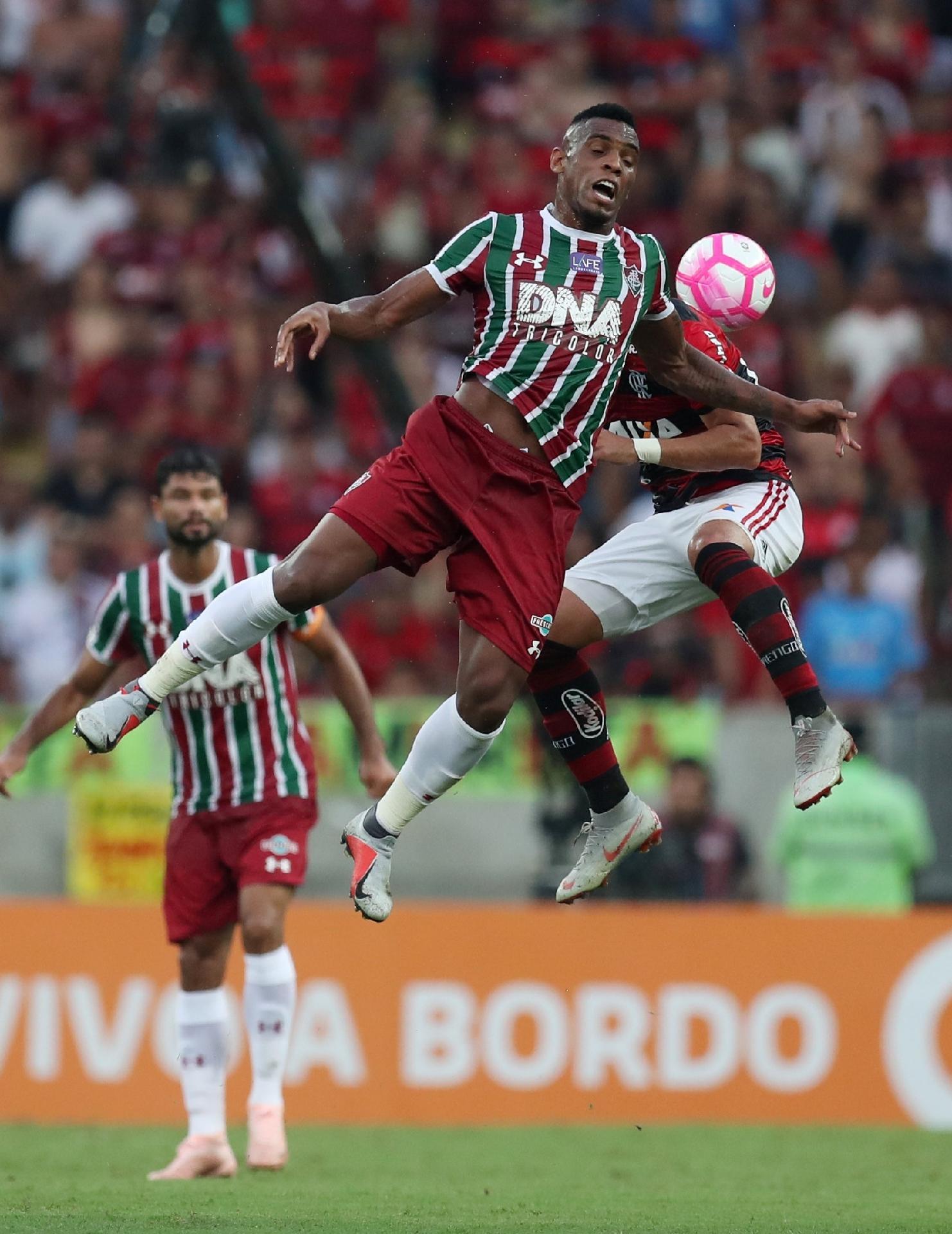 Digão, do Fluminense, em ação durante clássico contra o Flamengo