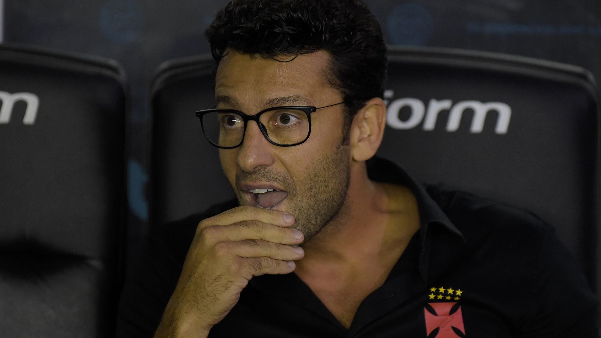 Alberto Valentim, técnico do Vasco, durante partida em São Januário pelo Brasileirão