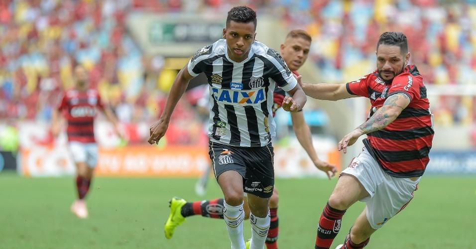 Pará corre atrás de Rodrygo durante duelo entre Flamengo e Santos pelo Brasileirão
